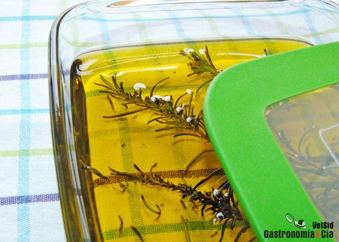 Cómo hacer aceite de romero ahumado
