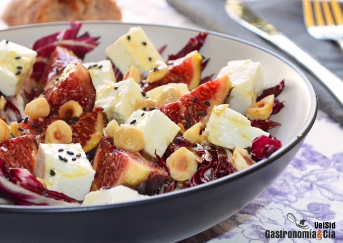 Ensalada de achicoria, higos y queso feta