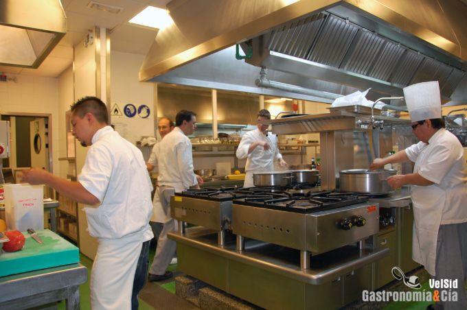 La cocina del restaurante El Corte Inglés de Castellón, un gran ...