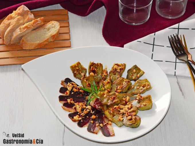 Alcachofas con jamón de pato y vinagreta de almendras