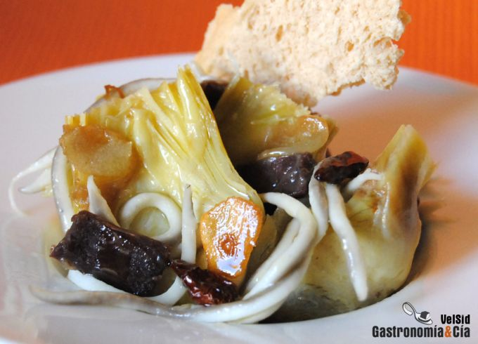 Alcachofas con gulas y cecina