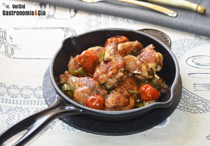 Alitas de pollo con pimientos y tomates cherry