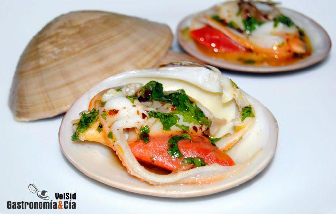 Almejas de concha fina con cilantro y lima
