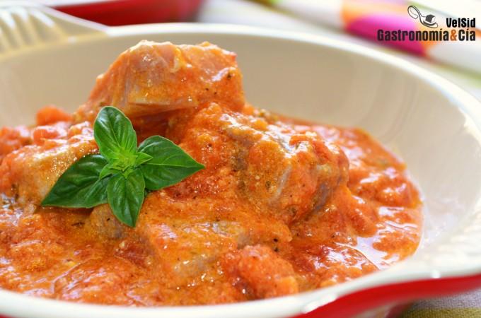 Atún en salsa de curry rojo