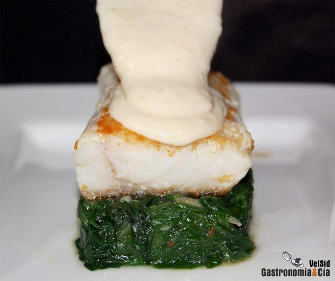 Bacalao con espinacas y bechamel