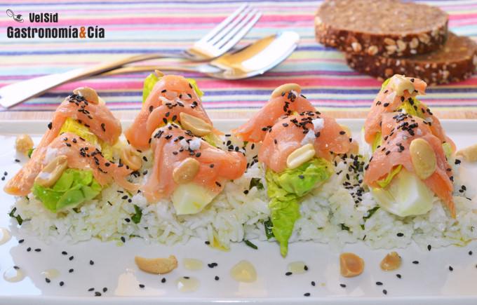 Ensalada de arroz basmati con cogollos, salmón y sésamo