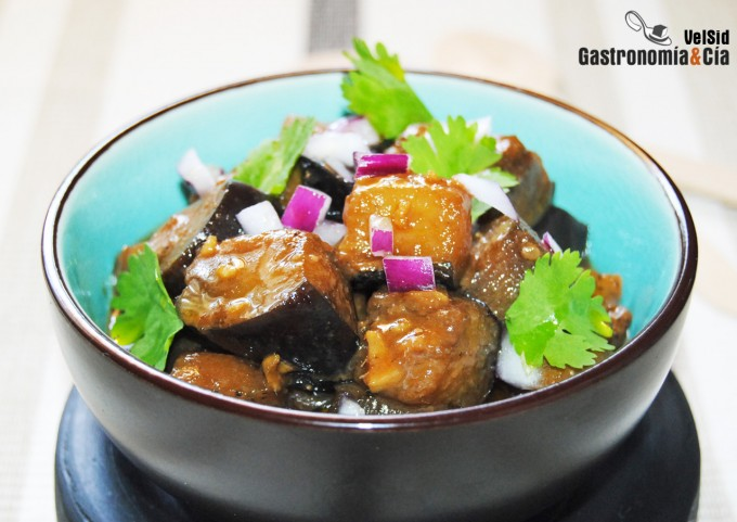 Berenjenas fritas con salsa oriental