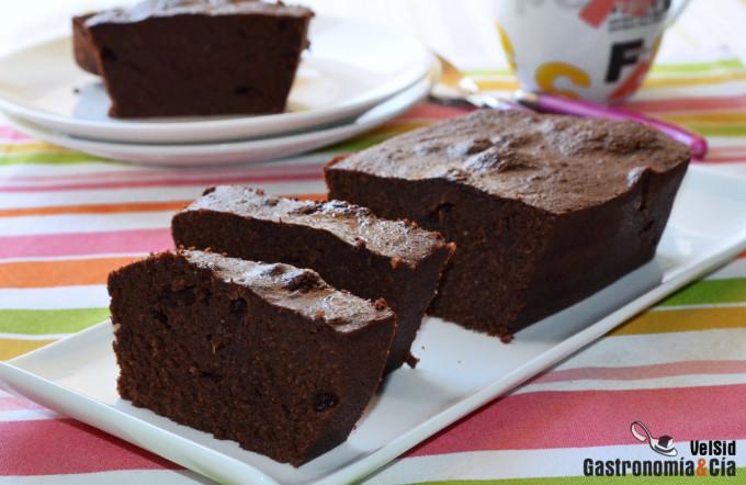 Bizcocho de chocolate y almendra saludable, fácil, deli