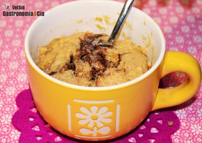 Bizcocho de avellanas y Nutella en taza