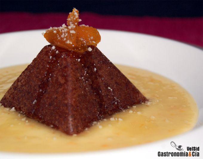 Pirámide de chocolate con sopa de naranja y jengibre