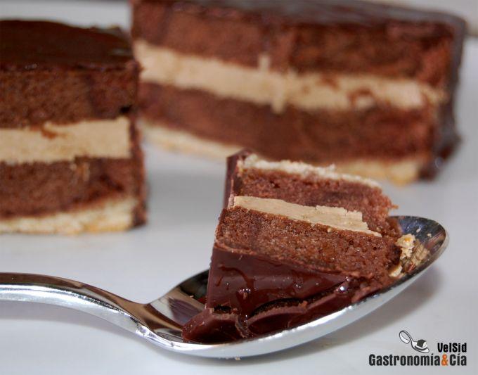 Bizcocho de chocolate con crema de moka