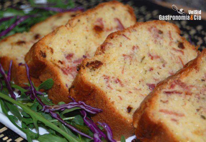 Pastel de jamón y queso al romero