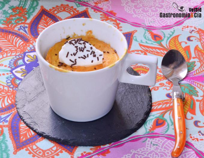 Bizcocho de zanahoria en taza