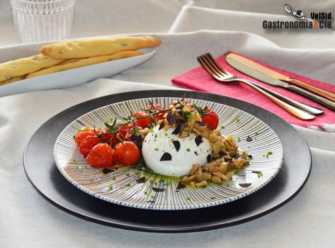 Burrata con tomates asados y berenjena encurtida