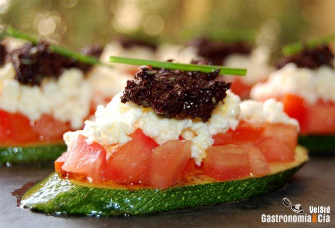 Calabacín, tomate concasse, feta y tapenade
