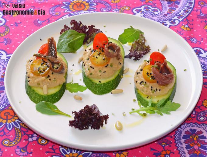Montadito de calabacín, hummus y anchoas