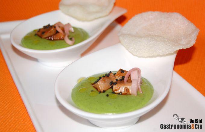 Crema de calabacín y wasabi con atún y gari