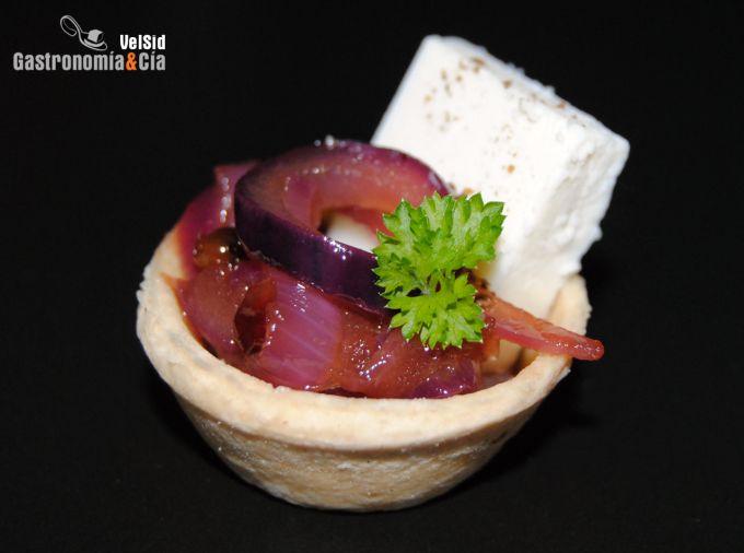 Canapé de queso de cabra con cebolla al cava Se