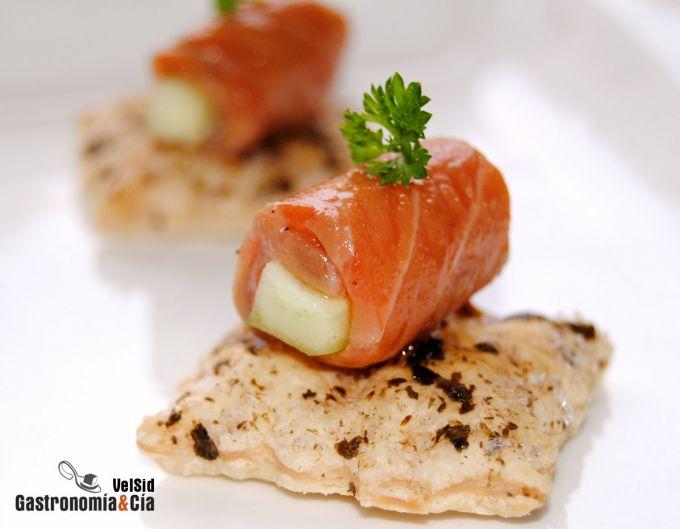 Canapé de salmón marinado y pepino