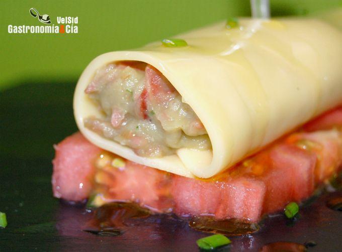 Canelones de queso rellenos de berenjena y jamón
