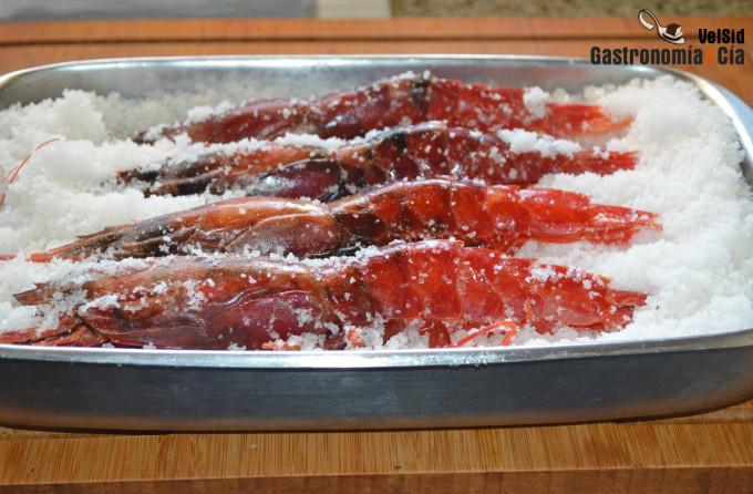 Cómo cocinar carabineros a la sal
