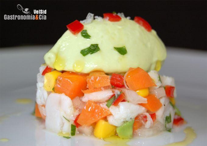 Ceviche de pescado con helado de aguacate