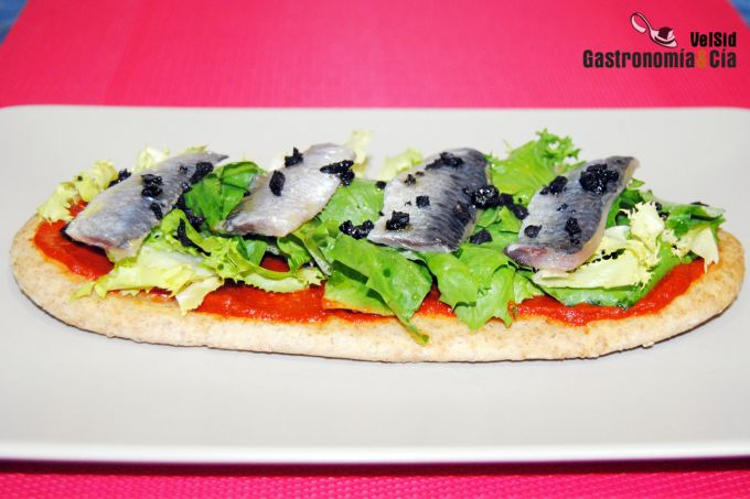 Coca de sardinas con salmorreta