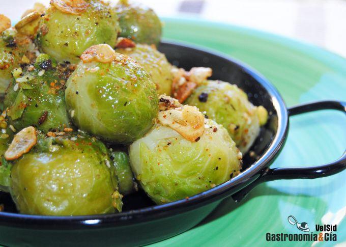 Coles de Bruselas con dukkah de pistachos