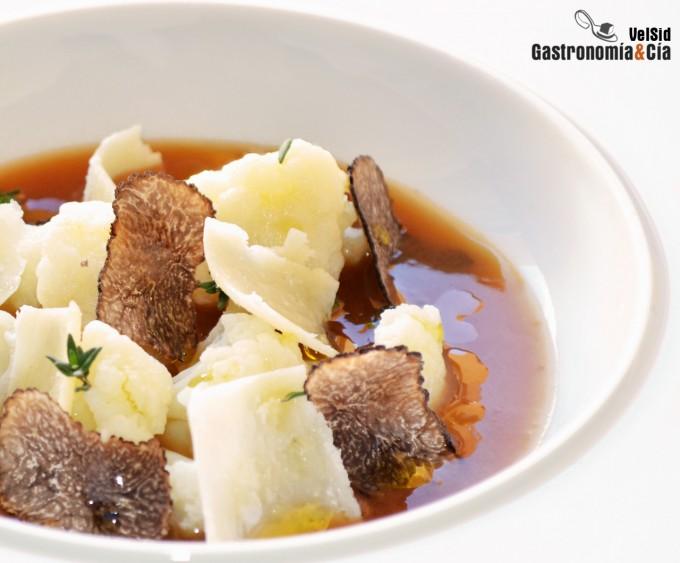 Coliflor con jugo de jamón, trufa negra y parmesano
