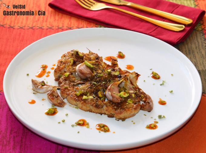 Coliflor al horno con curry y pistachos