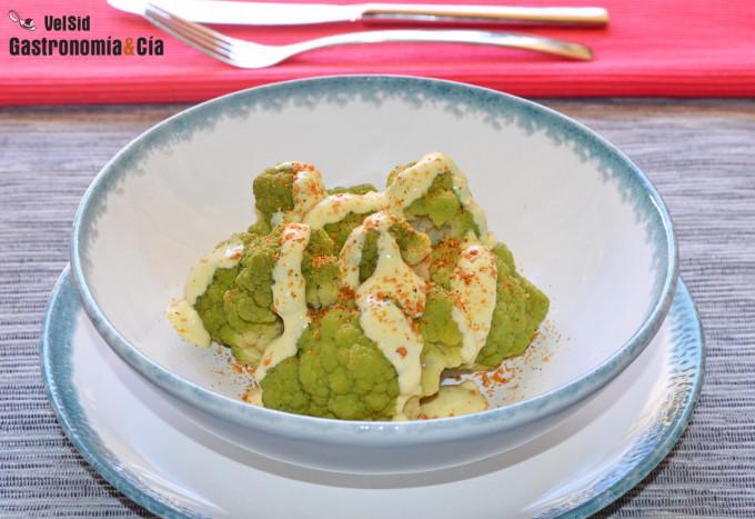 Coliflor verde al vapor con salsa ligera de yuzu y goma