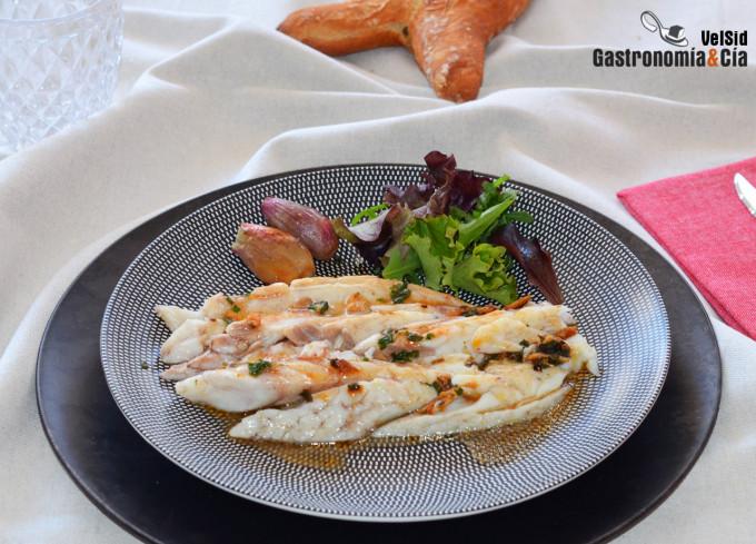 Corvina al horno con jengibre y crema de ajos confitado