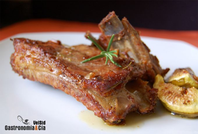 Costillas de cerdo al horno con puré de patata a la vai
