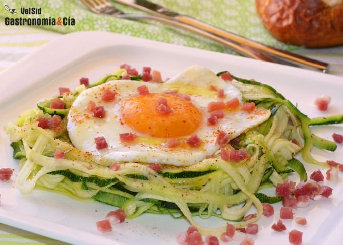 espaguettis de calabacín con huevo y jamón gastronomía y cía