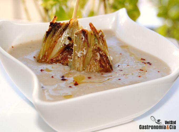 Crema de galeras y castañas con alcachofas