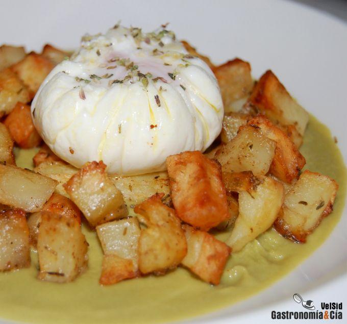 Crema de judías con patatas al horno y huevo poché