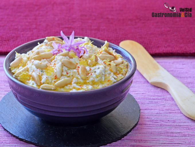 Fromage à la crème, thym citron et pignons de pin grillés
