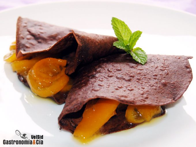 Crepes de chocolate con limequats confitados