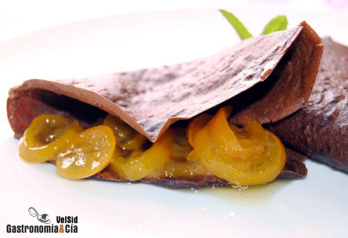 Crepes de chocolate con limequats confitados