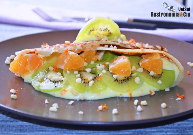 Crepes rellenas de crema de mandarina y kiwi