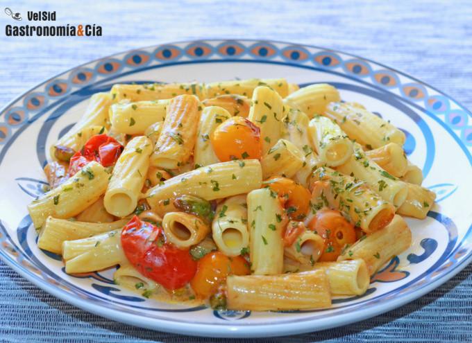 Tortiglioni con tomatitos y scamorza ahumada