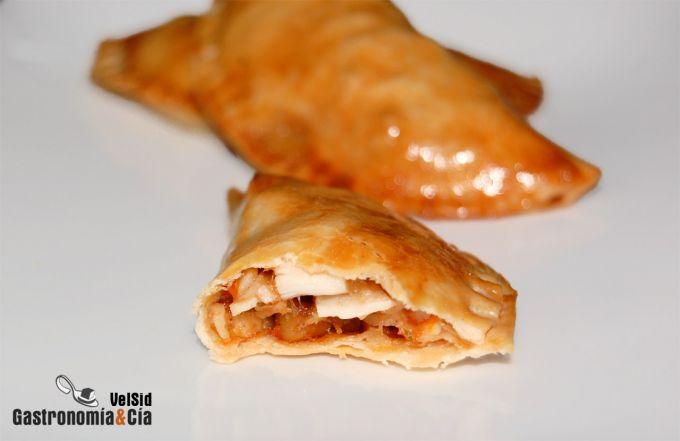 Empanadillas de surimi, queso y nueces con mermelada de