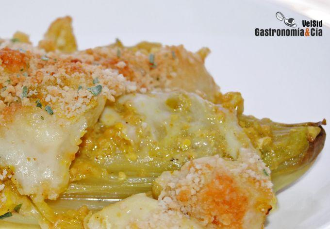 Endibias con pollo gratinadas con queso San Simón