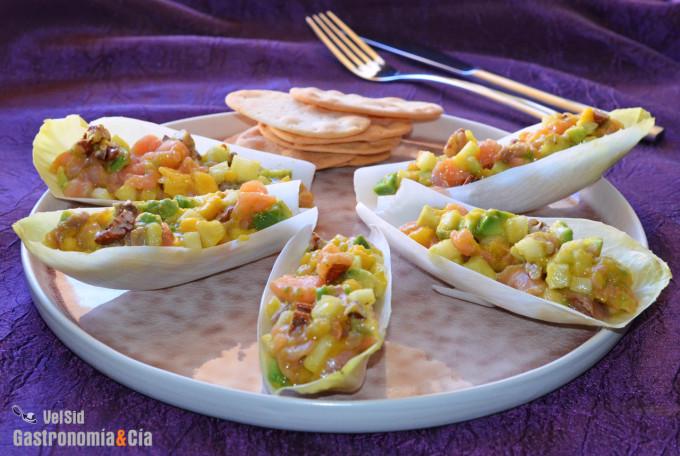 Endibias rellenas de salmón, mango y aguacate