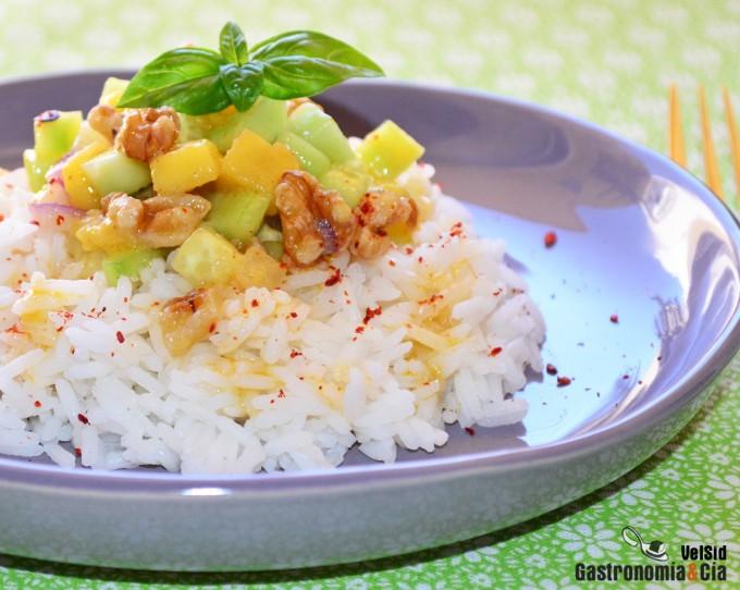 Salade de riz aromatique à la mangue et au concombre