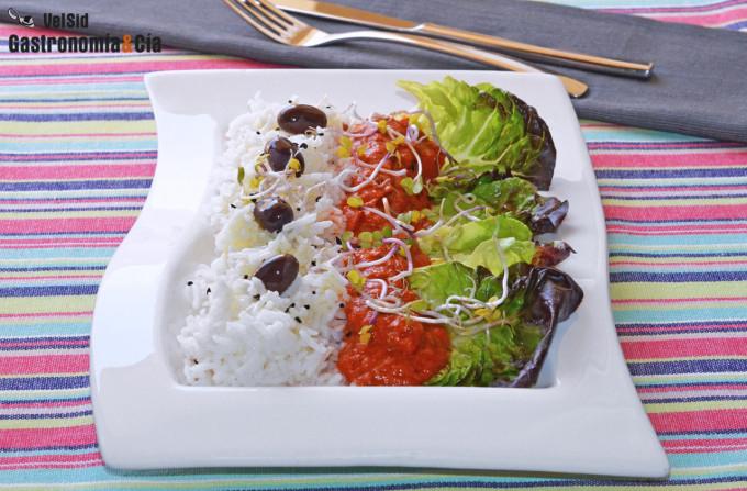Ensalada de arroz basmati con pimientos y atún