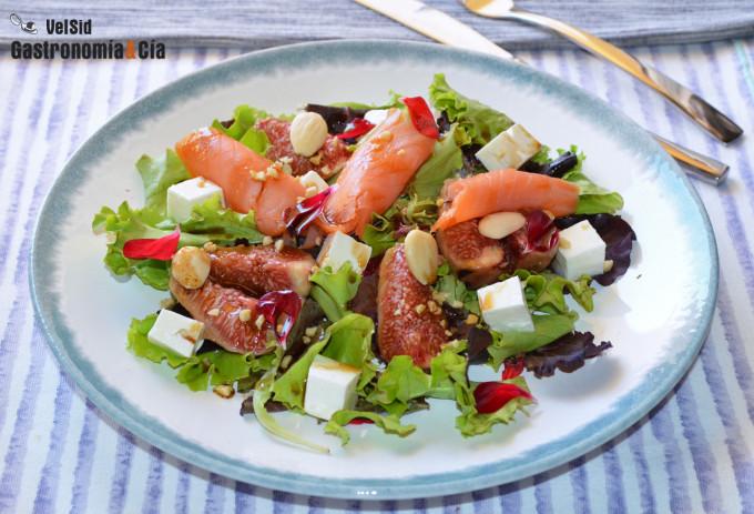 Ensalada de brevas, queso fresco y salmón ahumado
