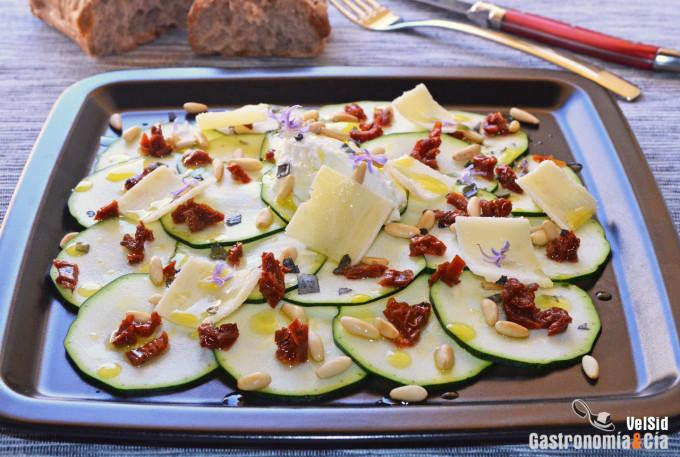 Ensalada de calabacín con ricota y tomate seco