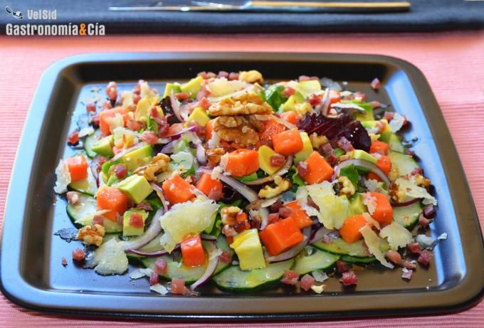Ensalada de papaya, aguacate y jamón