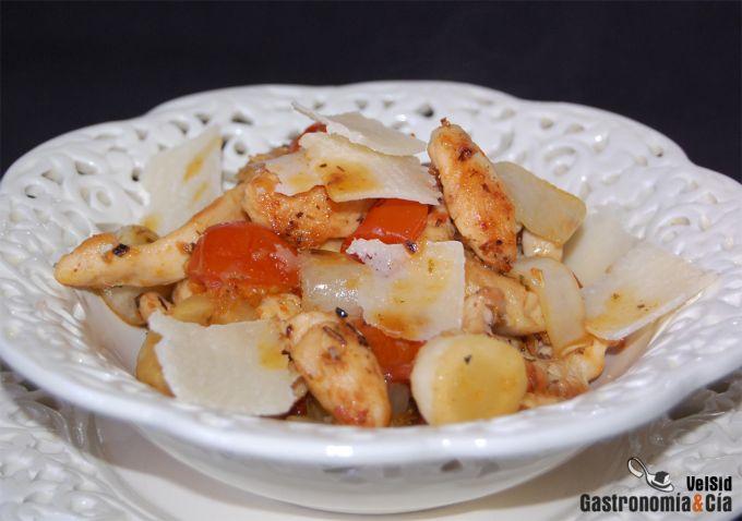 Ensalada caliente de pollo con tomates y endibias al ho
